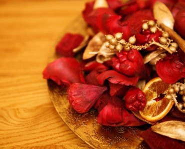 golden-red-potpourri-1423845705SF7