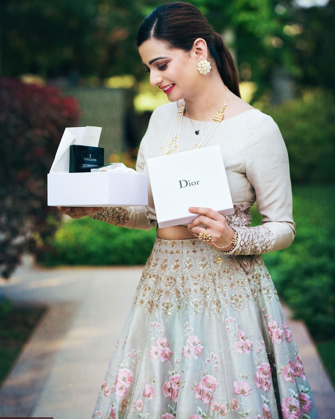 Buy Wedding Gift: Wedding Gifts That Couples Will Always Find Wow