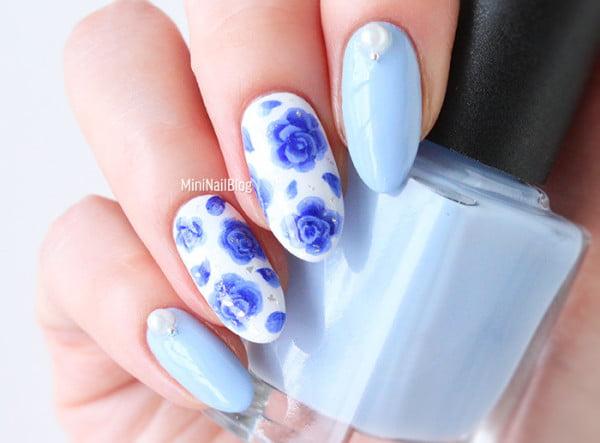 1432315208-nail-art-blue-roses