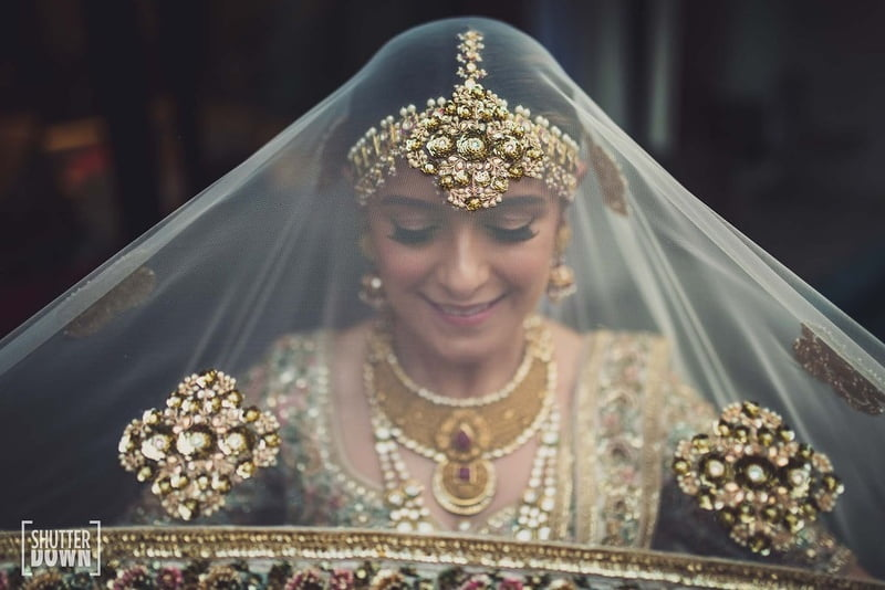 bridal-shoot-bride-wedding-day-ivory-lehenga-veil-bridal-photoshoot-on-the-wedding-day